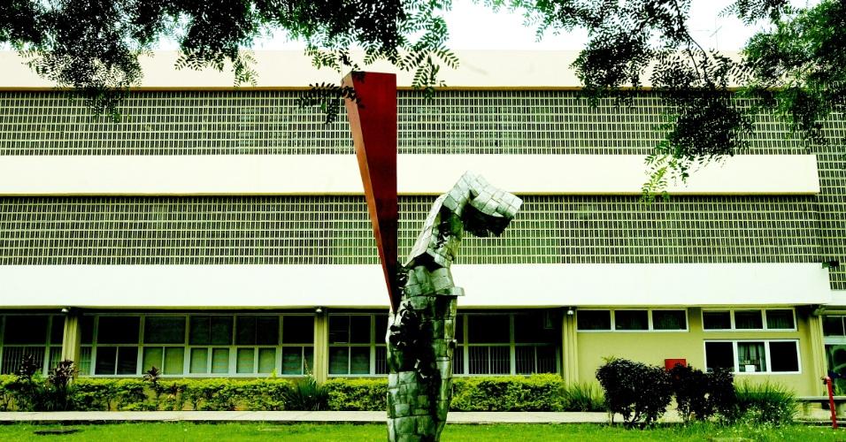 18.nov.2006 - Fachada do predio da ECA (Escola de Comunicacao e Artes), da USP, em Sao Paulo, em 18 de novembro de 2006
