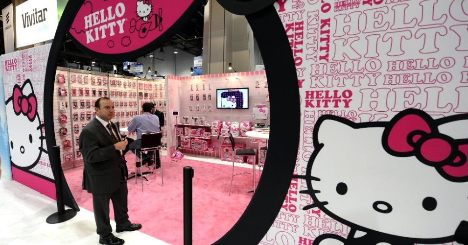 9.jan.2013 - Feira de tecnologia em Las Vegas tem estande com gadgets da Hello Kitty