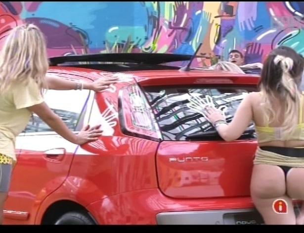 "Anamara deixa bumbum à mostra durante prova do ""BBB13"""