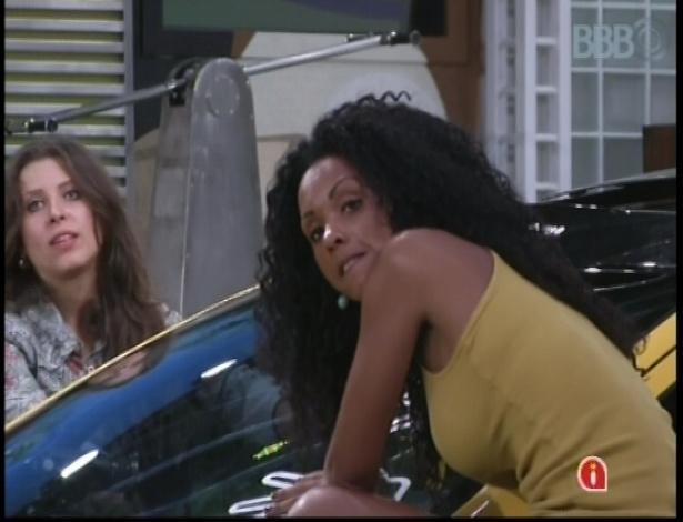 Andressa e Aline disputam prova de resistência; vencedor levará um carro e ganhará imunidade