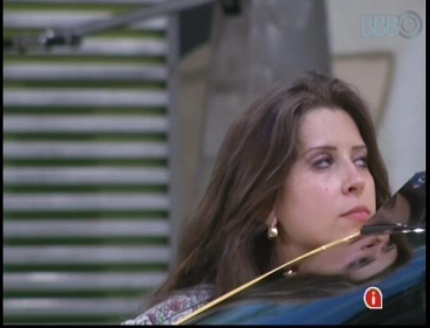Andressa mostra os primeiros sinais de cansaço durante prova de resistência