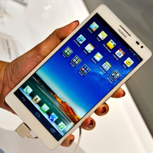 Com a tela de 6,1 polegadas, é inegável o jeitão de tablet do smartphone Ascend Mate