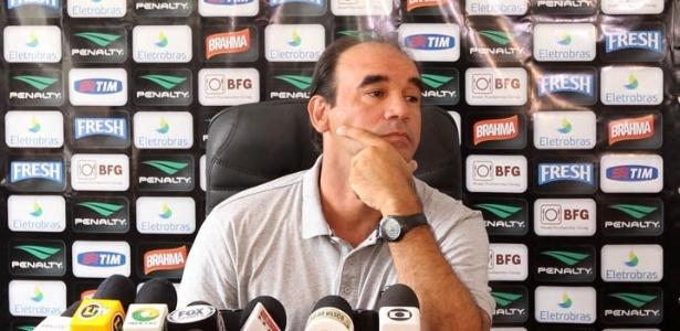 Ricardo Gomes concede entrevista durante a pré-temporada do Vasco em Pinheiral (09/01/2013)