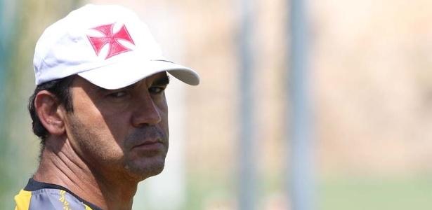 Ricardo Gomes, diretor técnico do Vasco, acompanha a pré-temporada em Pinheiral (09/01/2013)