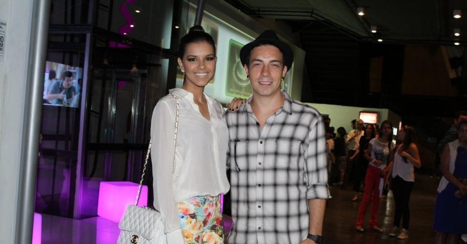 10.jan.2013 - Mariana Rios e Di Ferrero prestigiaram a estreia do musical