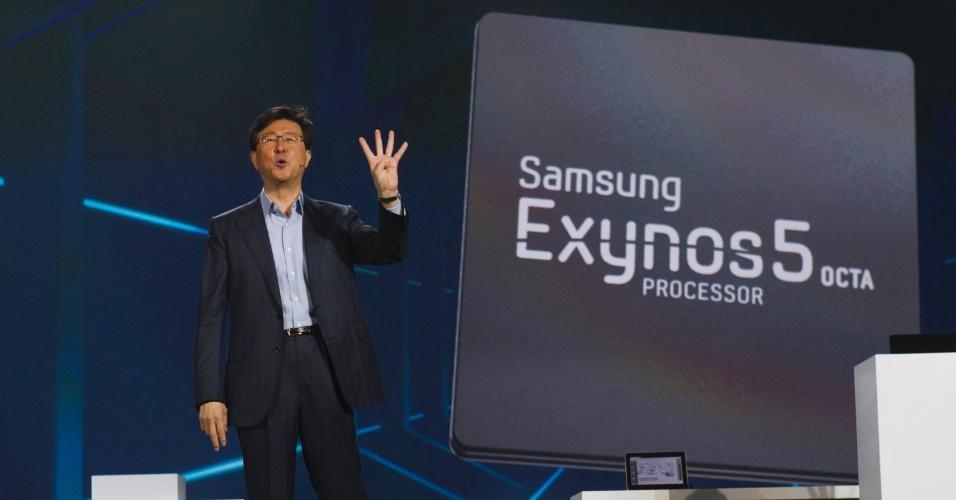 10.jan.2013 - Stephen Woo, diretor da Samsung, anunciou na quarta-feira (9) o processador Exynos 5 Octa, com oito núcleos. O processador será usado em smartphones e tablets topo de linha; a empresa não oficializou data de lançamento