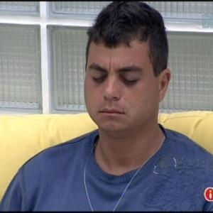 """Dhomini acorda e medita após festa rave do """"BBB13"""""""