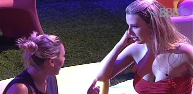 Fernanda diz a Marien que acha André o homem mais interessante da casa