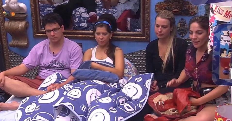 10.jan.2013 - Ivan, Andressa e Fernanda conversam no quarto sobre votação