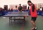 Paratleta sem braços joga tênis de mesa com os pés e com a boca e dá show; assista - Reprodução
