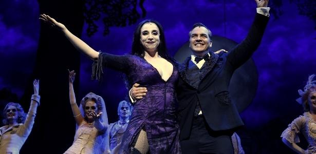 """A Família Addams"", musical com Marisa Orth e Daniel Boaventura interpretando o casal Gomez e Morticia - AgNews"
