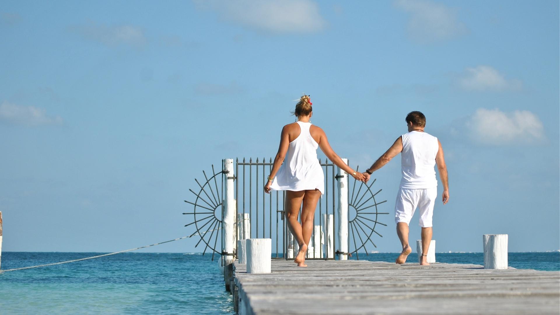 11.jan.2013 - Ângela Bismarchi e o marido, Wagner de Moraes, passaram a lua de mel em Cancún, México. A modelo e o cirurgião plástico se casaram em dezembro de 2012 após oito anos de união