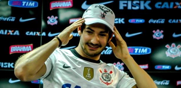 Pato respondeu a perguntas dos torcedores corintianos e elogiou a estrutura do clube - Leandro Moraes/UOL
