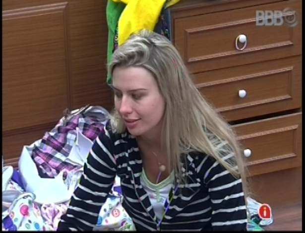 11.jan.2013 - Fernanda pede conselhos às veteranas Fani e Natália
