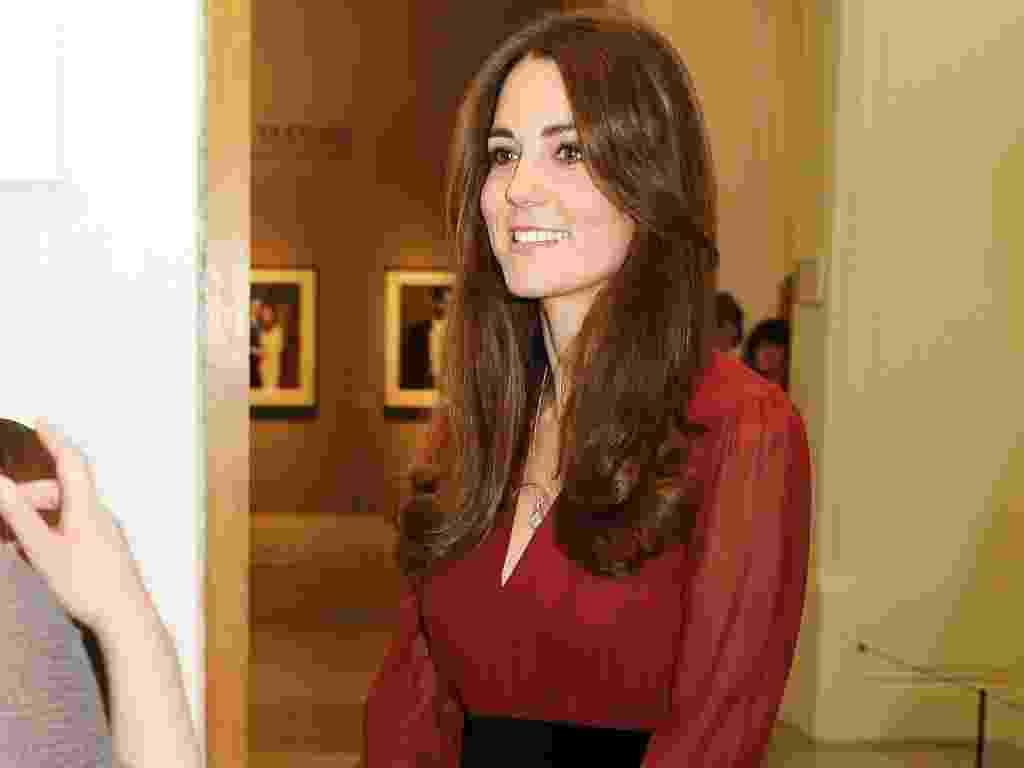 11.jan.2013 - Grávida de quatro meses, Kate Middleton vai a National Portrait Gallery conferir seu primeiro retrato oficial feito pelo artista Paul Emsley - Reuters