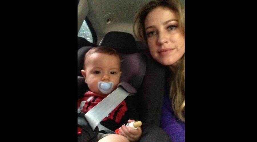 11.jan.2013 - Luana Piovani divulgou uma imagem onde aparece ao lado do filho, Dom.