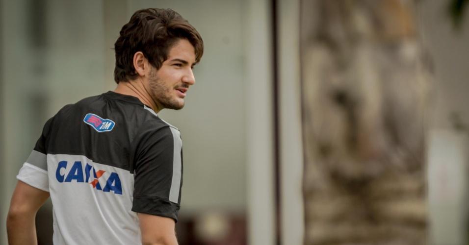 11.jan.2013 - Pato apareceu no treino do Corinthians na manhã desta sexta-feira para cumprimentar Tite; ele será apresentado por volta de 12h30