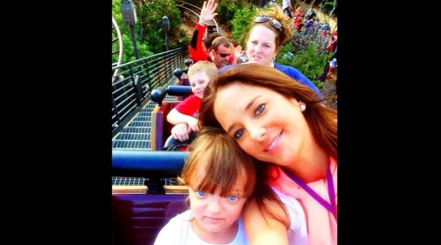 11.jan.2013 - Ticiane Pinheiro e Rafaella Justus andaram em um montanha-russa no parque Universal Studios, Estados Unidos. Segundo a apresentadora, as duas foram três vezes no brinquedo
