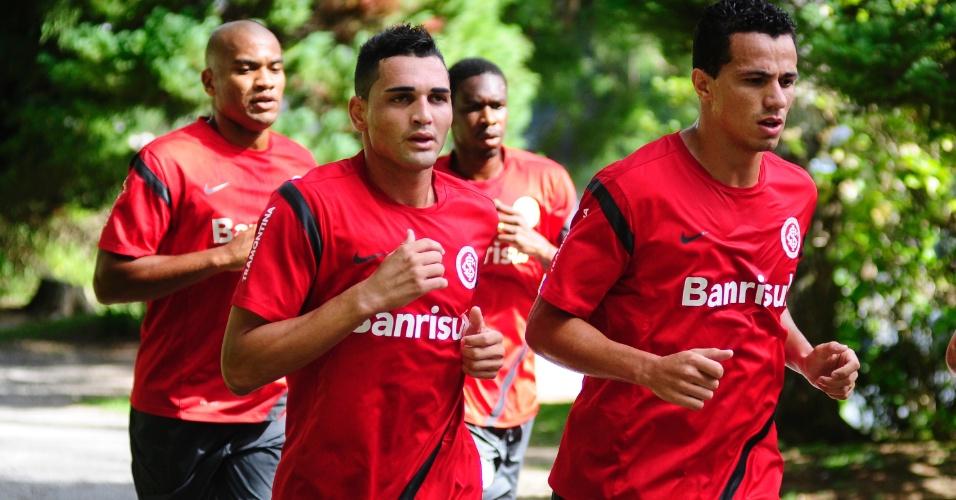 Atacante Gilberto retornou ao Inter e iniciou os trabalhos físicos da pré-temporada junto com Leandro Damião, Rodrigo Moledo e Juan em Gramado (10/01/2013)