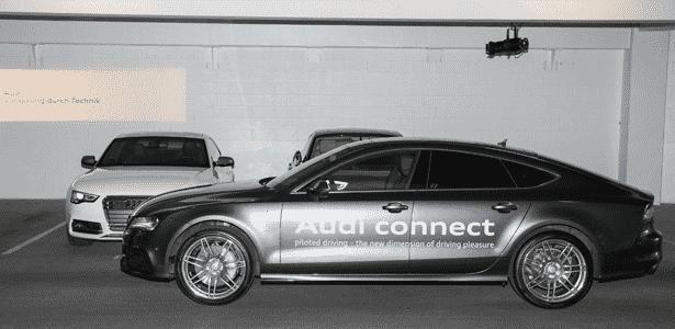 O Audi A7 da CES, sem motorista, em busca de vaga; sistema auxilia homem, sem substituí-lo - Divulgação