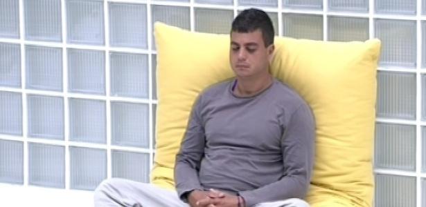 Dhomini acorda nesta sexta-feira (11) e vai meditar, como havia feito na quarta