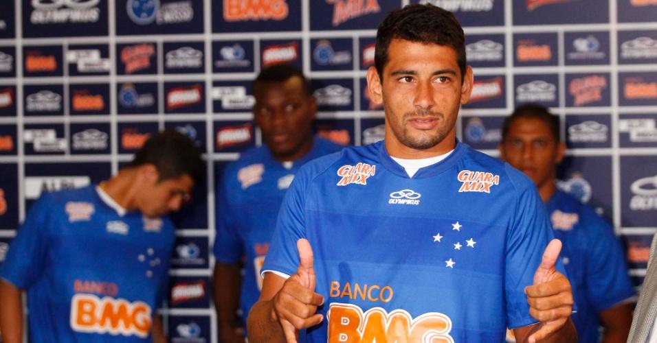 Diego Souza, principal reforço apresentado pelo Cruzeiro, no Mineirão (11/1/2013)