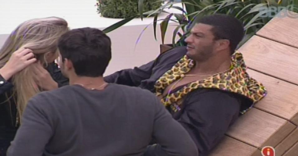 Kleber Bambam alerta Fernanda e André sobre grupo liderado por Fani