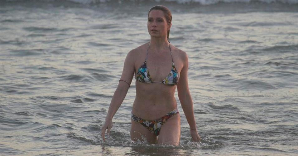 MUITO QUADRIL: A calcinha com lateral média, como a usada pela atriz Leticia Spiller, também é um bom modelo a ser adotado por quem tem muito quadril