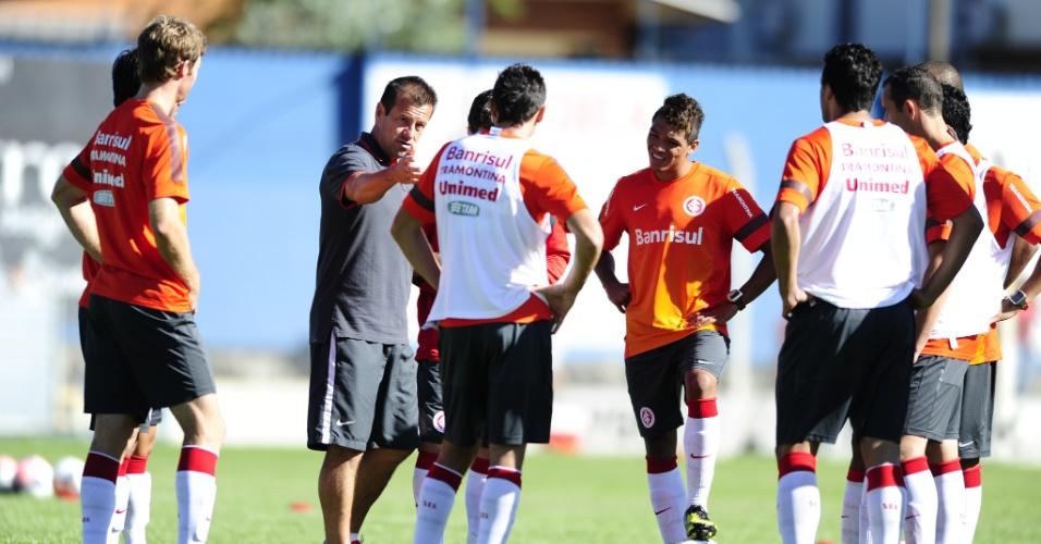 Técnico Dunga conversa com o grupo do Inter durante a pré-temporada em Gramado (10/01/2013)