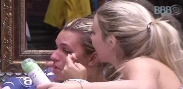 12.jan.2013 - Marien chora com medo de ir para o paredão neste domingo