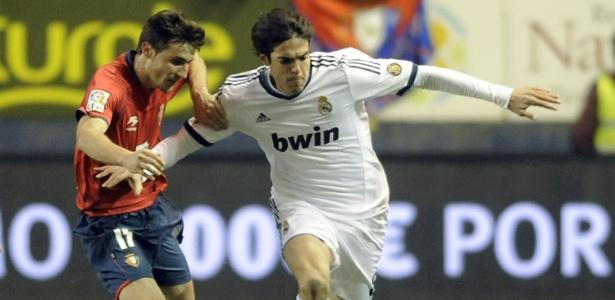 Antes de ser expulso, brasileiro Kaká tenta arrancada durante o 0 a 0 do Real Madrid
