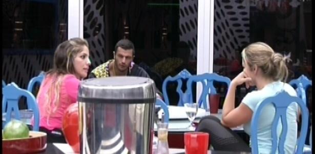 Anamara, Bambam e Fani conversam sobre participações no reality