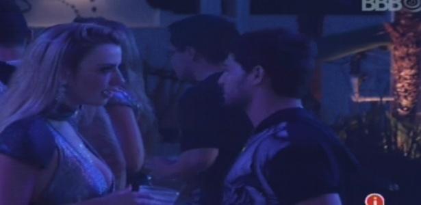 Fernanda e André falam sobre pressão que sentem para formar um casal