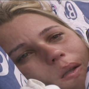 Marien tem crise de choro no quarto brechó