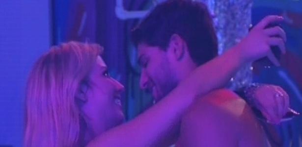 13.jan.2013 - Fernanda e André aproveitam a festa juntos