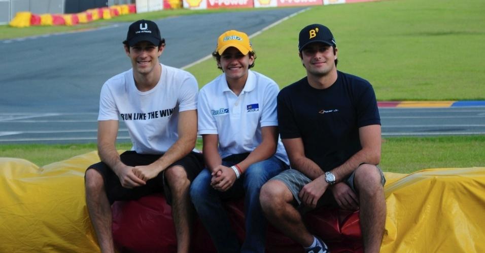 13.01.2013 - Bruno Senna, Pietro Fittipaldi e Nelsinho Piquet posam para foto em Santa Catarina, no Desafio Internacional de Kart