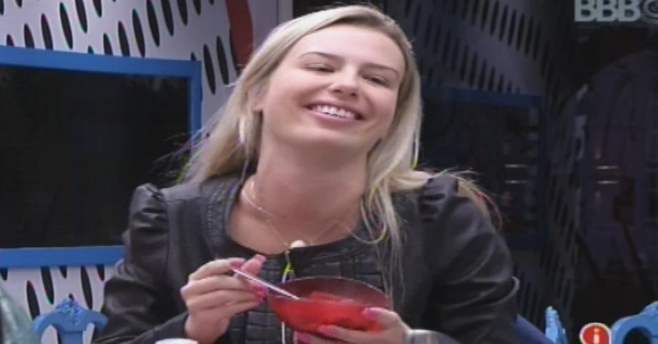 13.jan2013 - Fernanda responde que transou com sesi homens após pergunta indiscreta de Dhomini