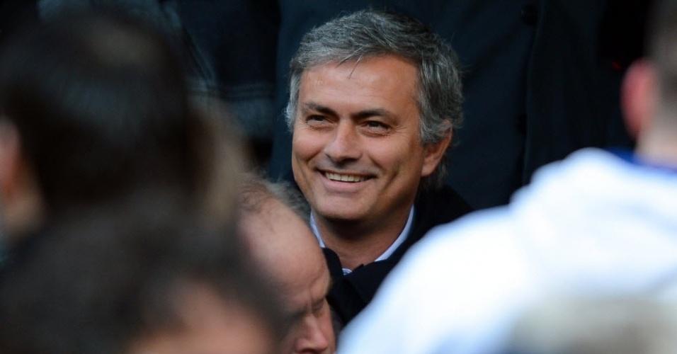 13.jan.2013 - Jose Mourinho, treinador do Real Madrid, acompanhou o clássico inglês entre Manchester United e Liverpool, no Old Trafford