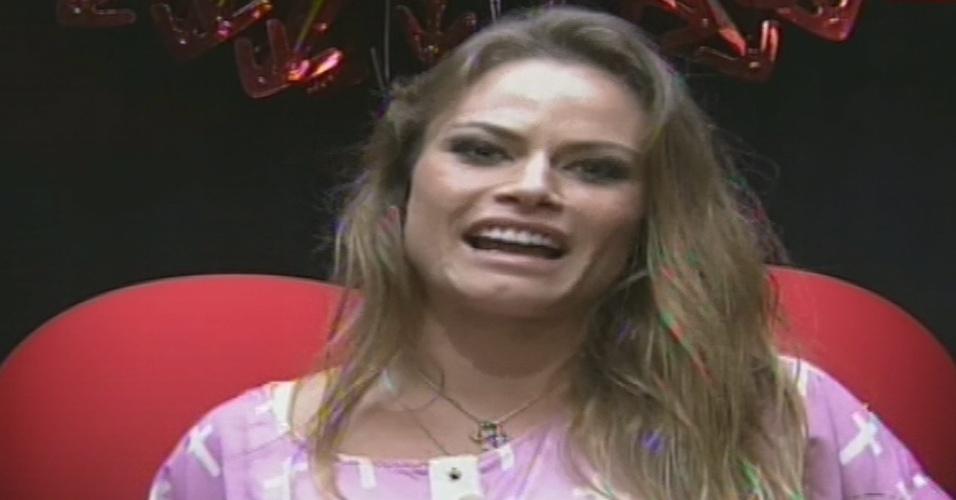 13.jan.2013 - A ex-BBB Natália vota em Fernanda por falta de afinidade no primeiro paredão do