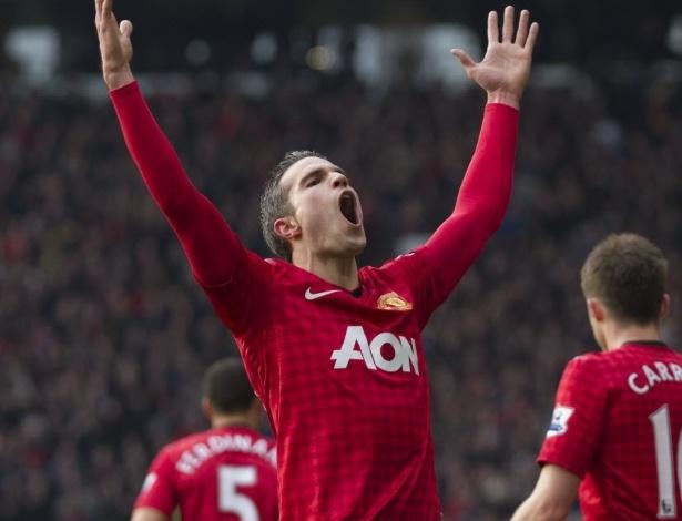 13.jan.2013 - Robin van Persie comemora depois de abrir o placar para o Manchester United na partida contra o Liverpool, pelo Campeonato Inglês