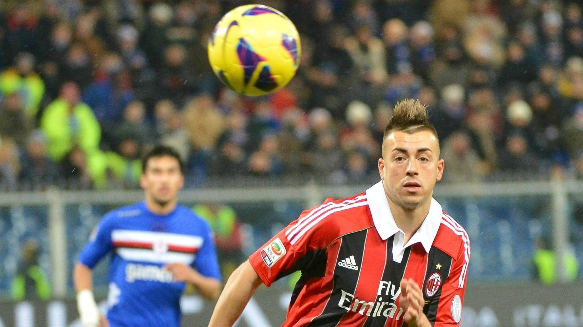 13.jan.2013 - Stephan El Sharaawy, atacante do Milan, corre atrás da bola durante a partida contra a Sampdoria, pelo Campeonato Italiano