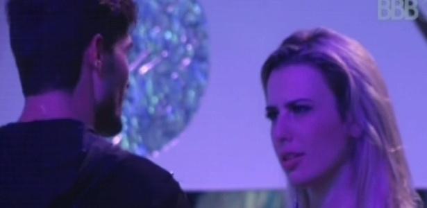 13.jan.2013 - André para Fernanda