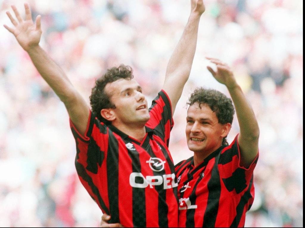 Ídolo do Milan nos anos 90, Savicevic (e) chegou ao clube já com uma Bola de Ouro e um título da Liga dos Campeões da Europa nas costas, aos 25 anos