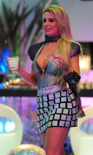 13.jan.2013 - Fernanda dança na pista da Festa Espacial