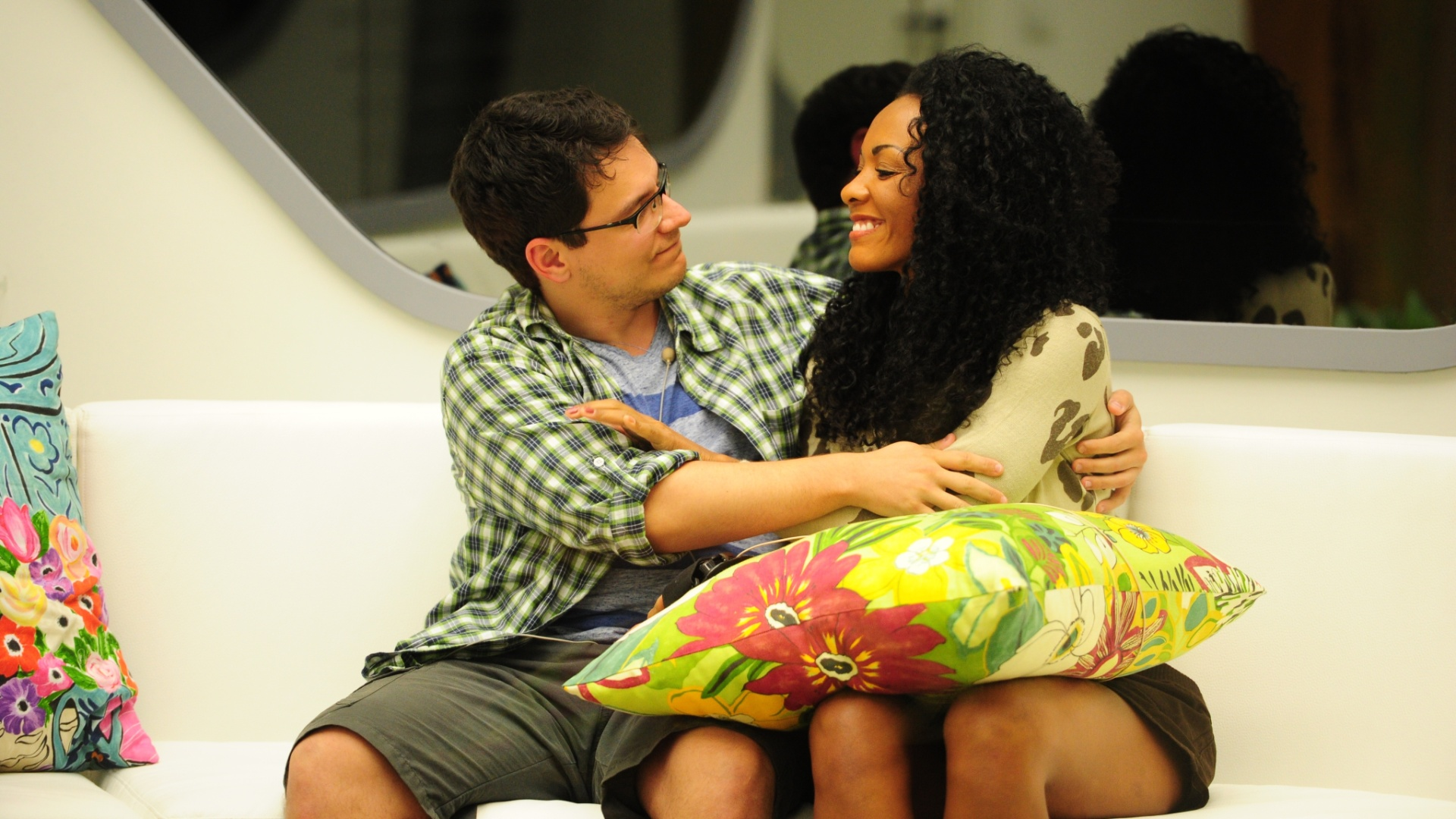 13.jan.2013 - Ivan e Aline se abraçam depois de serem indicados ao primeiro paredão do