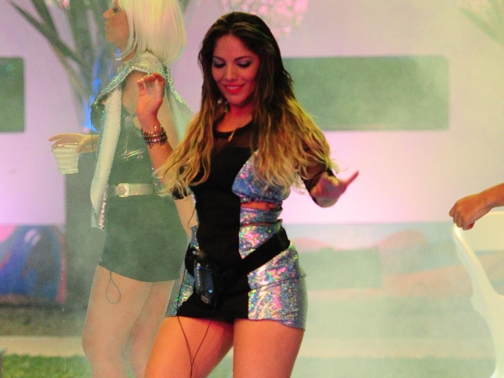 13.jan.2013 - Maroca dança na pista da Festa Espacial