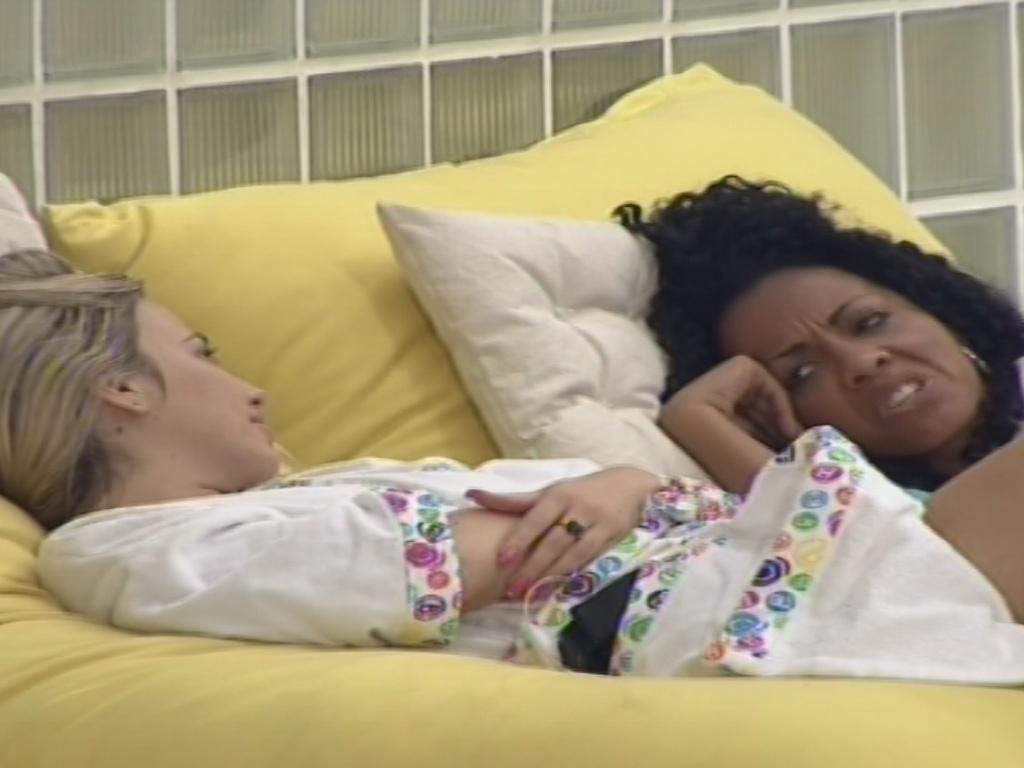 14.jan.2013 - Aline e Fernanda conversam sobre a personalidade da carioca