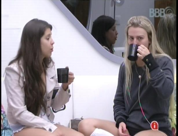 14.jan.2013 - Andressa pede conselhos a Fernanda após dormir junto com Nasser