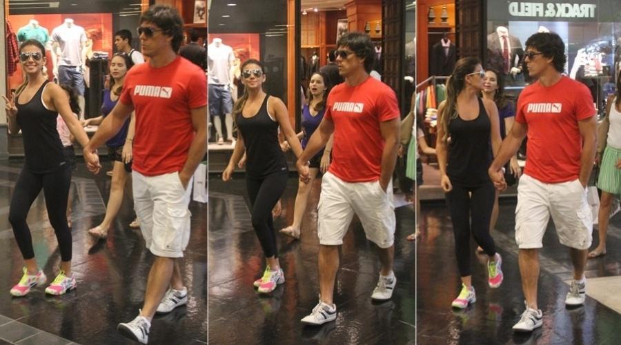 14.jan.2013 - Vestindo roupa de academia, Paula Fernandes circulou acompanhada do namorado, o dentista Henrique do Valle, por um shopping da zona oeste do Rio