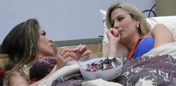 Anamara pergunta a Fernanda sobre seu romance com André